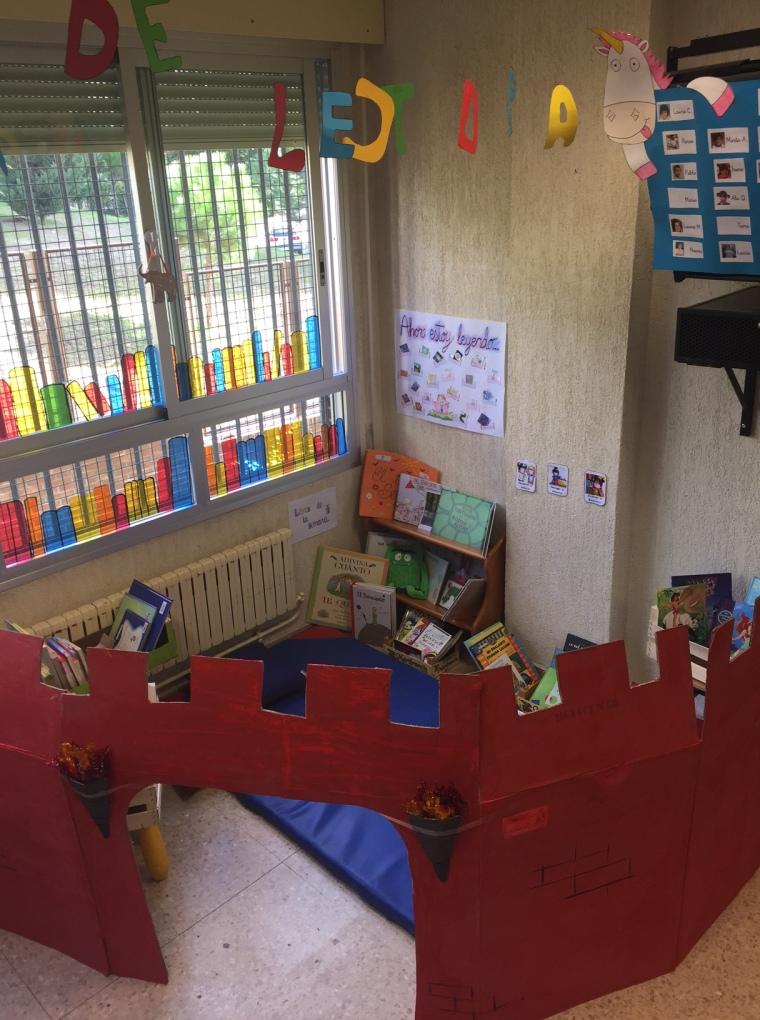 Rincones de aprendizaje un cuento y a la cama for Decoracion de espacios de aprendizaje